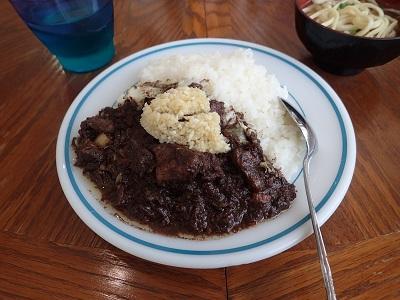沖縄の食堂で食べた豚のチーイリチャー。カレーのようにご飯にかけて食べることも。