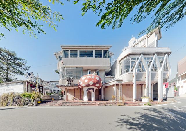季節も天気もよく、すっかり清里様式建築に夢中。
