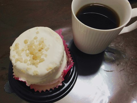 ローソンの『5枚重ねのパンケーキ(リコッタ入りクリーム)』。