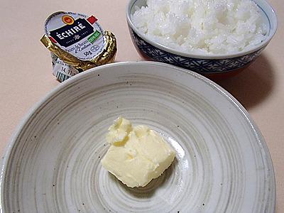 初めてこのバターを食べた時は衝撃的でした。丸の内にあるエシレバター専門店エシレ・メゾン デュ ブールで売っているエシレバターのバターケーキ(ガトーエシレ)を一度食べてみたい。