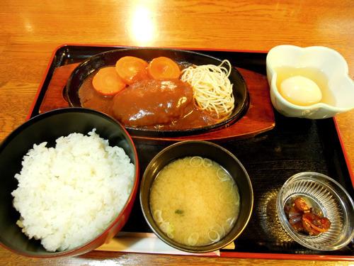 丹念に仕込されたデミグラスハンバーグ定食(500円)