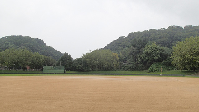 なんと野球場。かつてプロ野球の公式戦も行われたというマジな球場である。