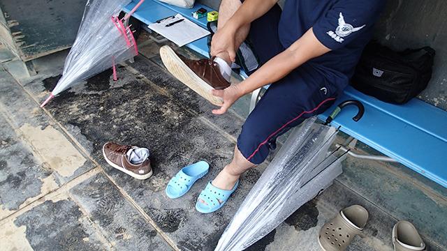選手側の準備といえば靴をベンサンに履き替えるくらい。