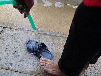 泥だらけになっても水洗いできるのがベンサンのいいところ。