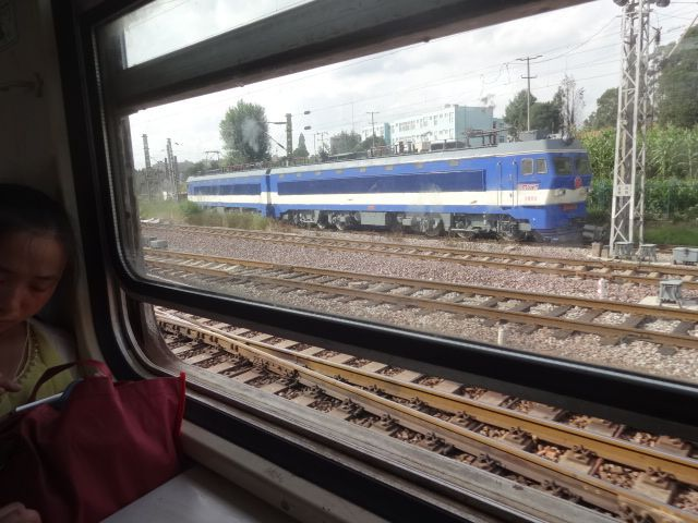 線路が複々線へ、さらに広がり、旅の終わりへ