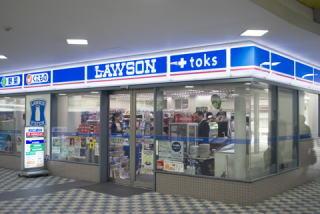 なお、ジーパラ内には売店などはないため、買いだしは駅前のローソンで