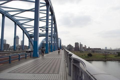でかい橋を渡る