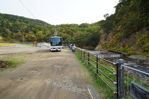 観光バスなども立ち寄っていた。