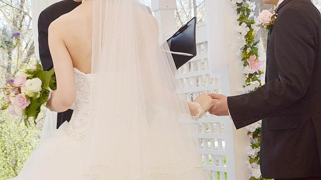 結婚式は華やか