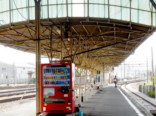 行ってみるとすごくすてきな駅舎。この構造かわいい。