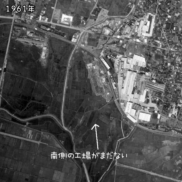 1961年の様子。線路南側の工場がない!(国土地理院「地図・空中写真閲覧サービス」より・MCB611/コース番号・C8/写真番号・28/撮影年月日・1961/05/22(昭36)に加筆)