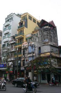 ベトナムのビルも細い(この記事</a>より)