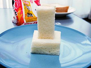 倒れない食パンの墓石