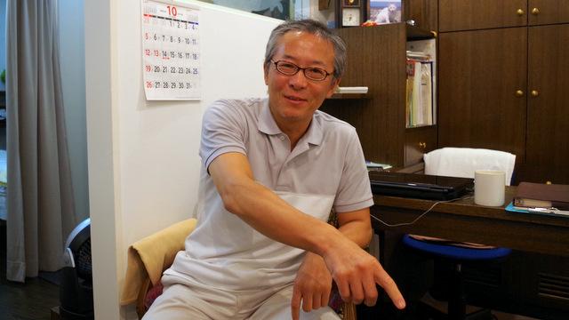 院長の飯塚さん。性格はきさく