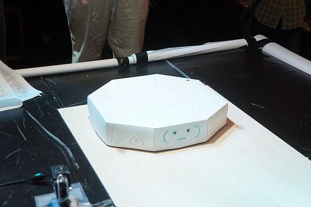 前回の優勝ロボット、かめたろうさんの「かめたろう1号」。ひたすら重いという大人気ない作戦で勝利を掴んだ。(この影響により今回から重量制限を設けました。)