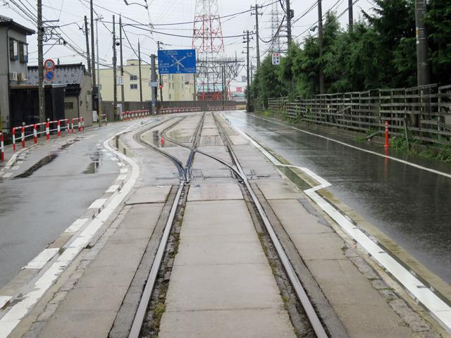 ホームすらなく、ただ線路が二股に分かれているだけ!