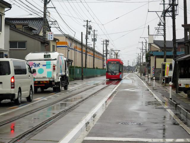 この1本の線路から左右の各家や工場に分岐した線路が延びてたらいい