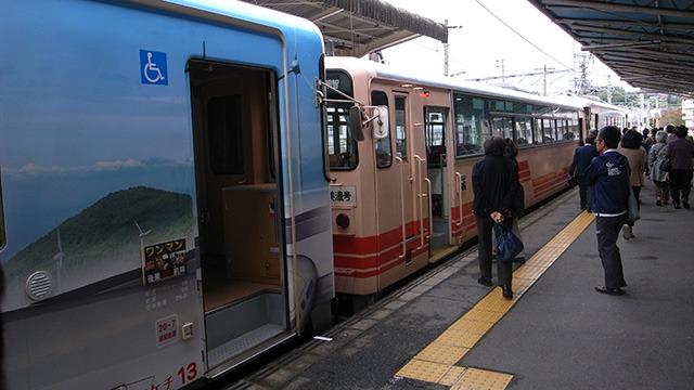 ベージュの3両がきのこ列車