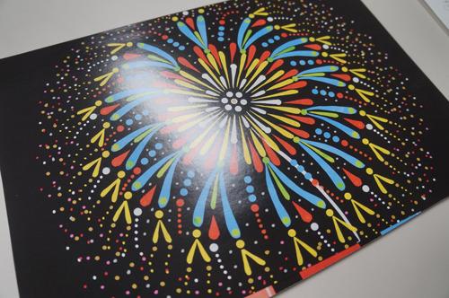 このように、ドーンと花火が上がる。紙芝居を抜くごとにスイカだったりいろいろな形の花火が上がるという趣向
