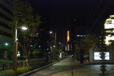 そんな我々を見守るように、温かな明かりを灯す東京タワー