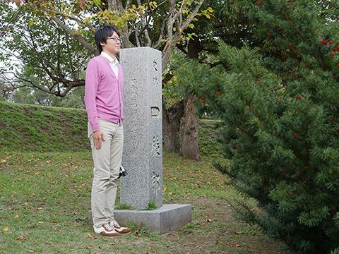 一方の四稜郭である。碑の前に植木がある