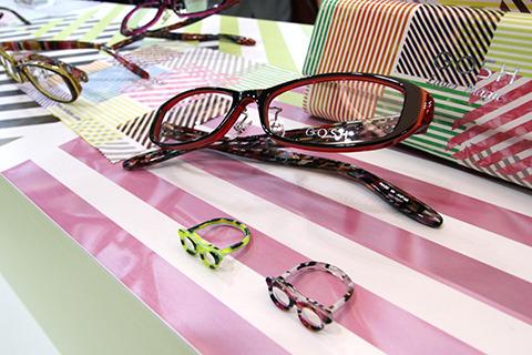 メガネ指輪と、おそろいのメガネ。