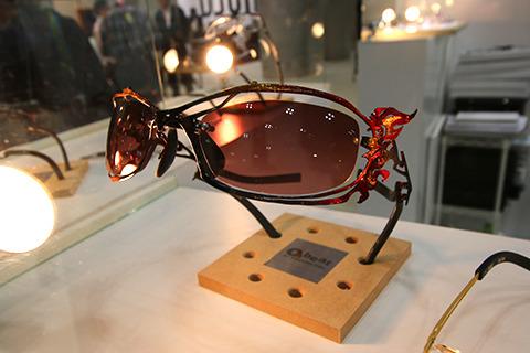 昭和の燃えるスポ魂メガネ。
