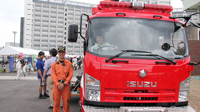 ごつい消防車にも。ちなみに消防車はいすゞ自動車製が丈夫で良いらしい。