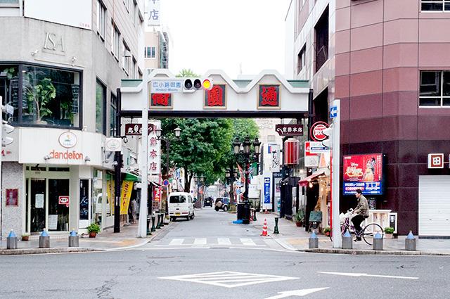 首都圏で喩えると、そこらじゅう横浜中華街、って感じ。