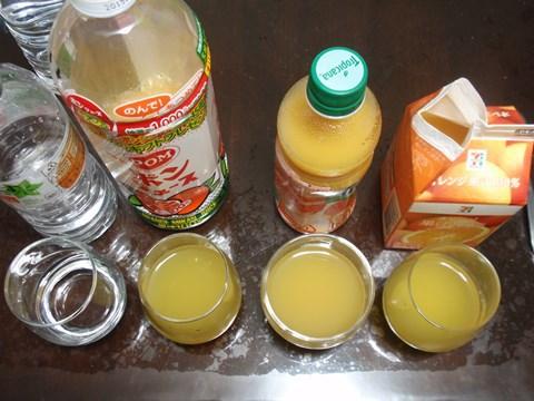 同じオレンジジュースでも、色が微妙に違います。