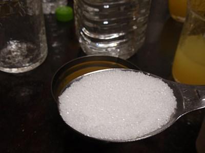 グラニュー糖大さじ1。なければ上白糖でもいいと思います。