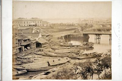 明治時代の初代横浜駅(桜木町)周辺の様子。ここからは三角地らしき様子はうかがえない