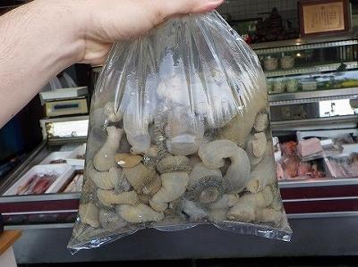 ワケノシンノス(若者の尻の穴の意)ことイシワケイソギンチャクも地域によっては好んで食べられる。