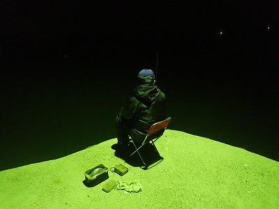 釣り場に着くなり地元のおじさん釣り師軍団と仲良くなり、レクチャーを受けることに。