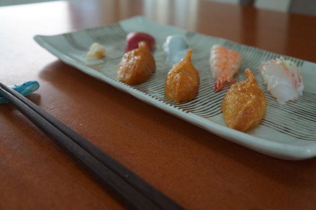 研ぎたての包丁だからこそうまく横半分にできた寿司