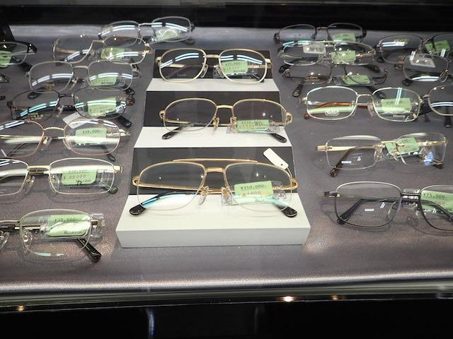 お店のなかでイチバン高い眼鏡、35万円!(全然売れないらしい)