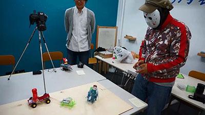 ちなみにきだてさんはロボットとペアルックである。(仮面もペアルックの定義に入るんですかね)