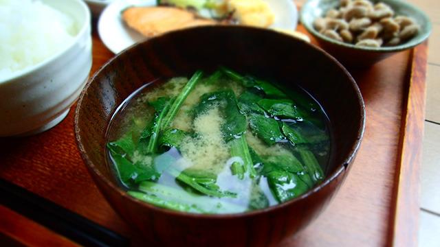 いい味噌といいほうれん草を使った味噌汁。