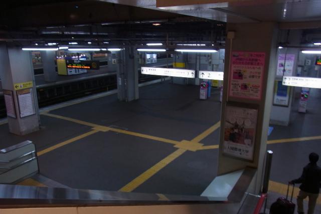人影まばらな早朝の豊橋駅