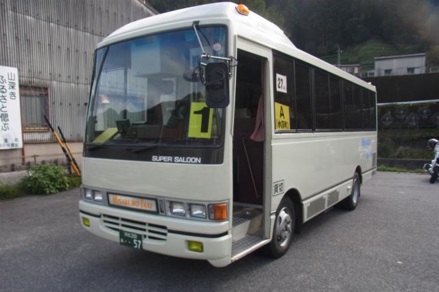 地元の観光協会が運営しているシャトルバス