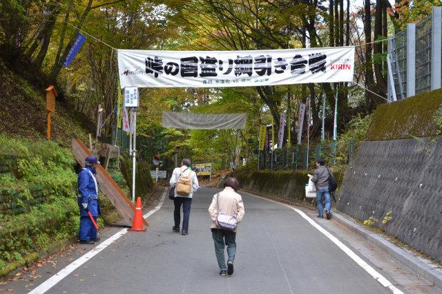 手前が静岡県で、奥のほうが長野県である