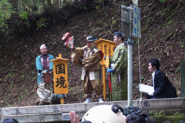 鈴木市長、今年は念願の杭を打ち付ける側に