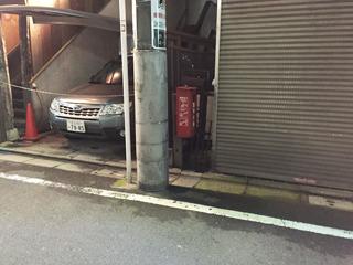 建物と建物の隙間も意外な消火器スポット