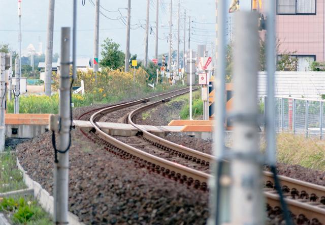 線路もこのとおりぐんにゃりと。道路と違って「元線路」の痕跡は見つからなかった。