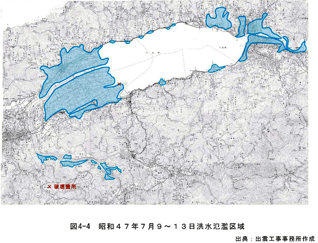 このエリアの洪水事例は枚挙にいとまがない。これは1972年の大洪水の時の浸水箇所。いいかげんにしろヤマタノオロチ。(国土交通省河川局「斐伊川水系の流域及び河川の概要(案)」より)