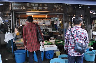続いて鮮魚店、「三和商店」