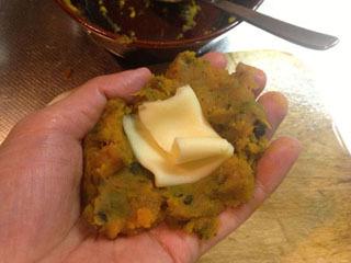 中にチーズ一枚分を畳んで収納、
