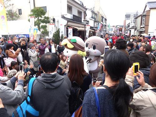 どの場で写真撮っても、椎名林檎「無罪モラトリアム」のジャケット写真にしかならない。