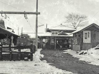 ほぼ同じアングルから撮影した堀川駅(写真提供:名鉄 瀬戸線の思い出)