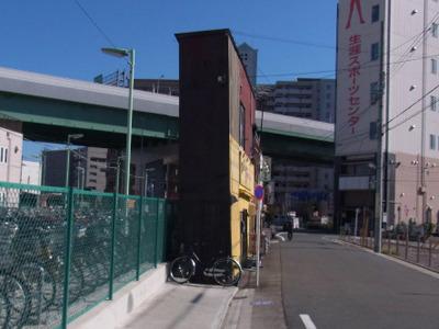 日比野駅の近くで見つけた自転車より細い居酒屋